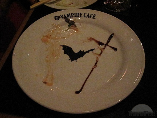 bat-plates-that-read-vampire-cafe-komae