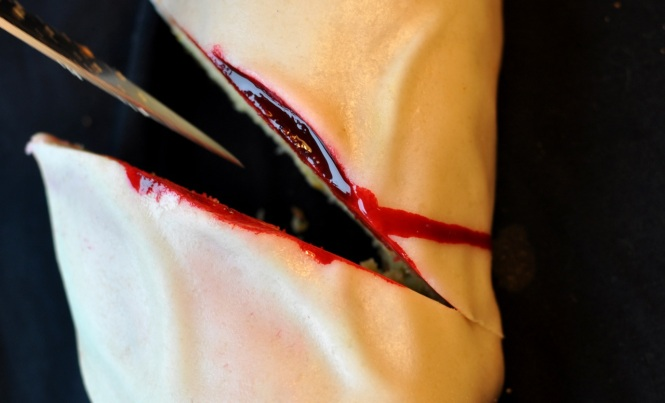 cut arm cake 4